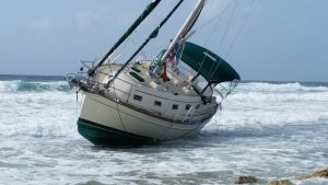 Sailboat Aria washed ashore in Cozumel